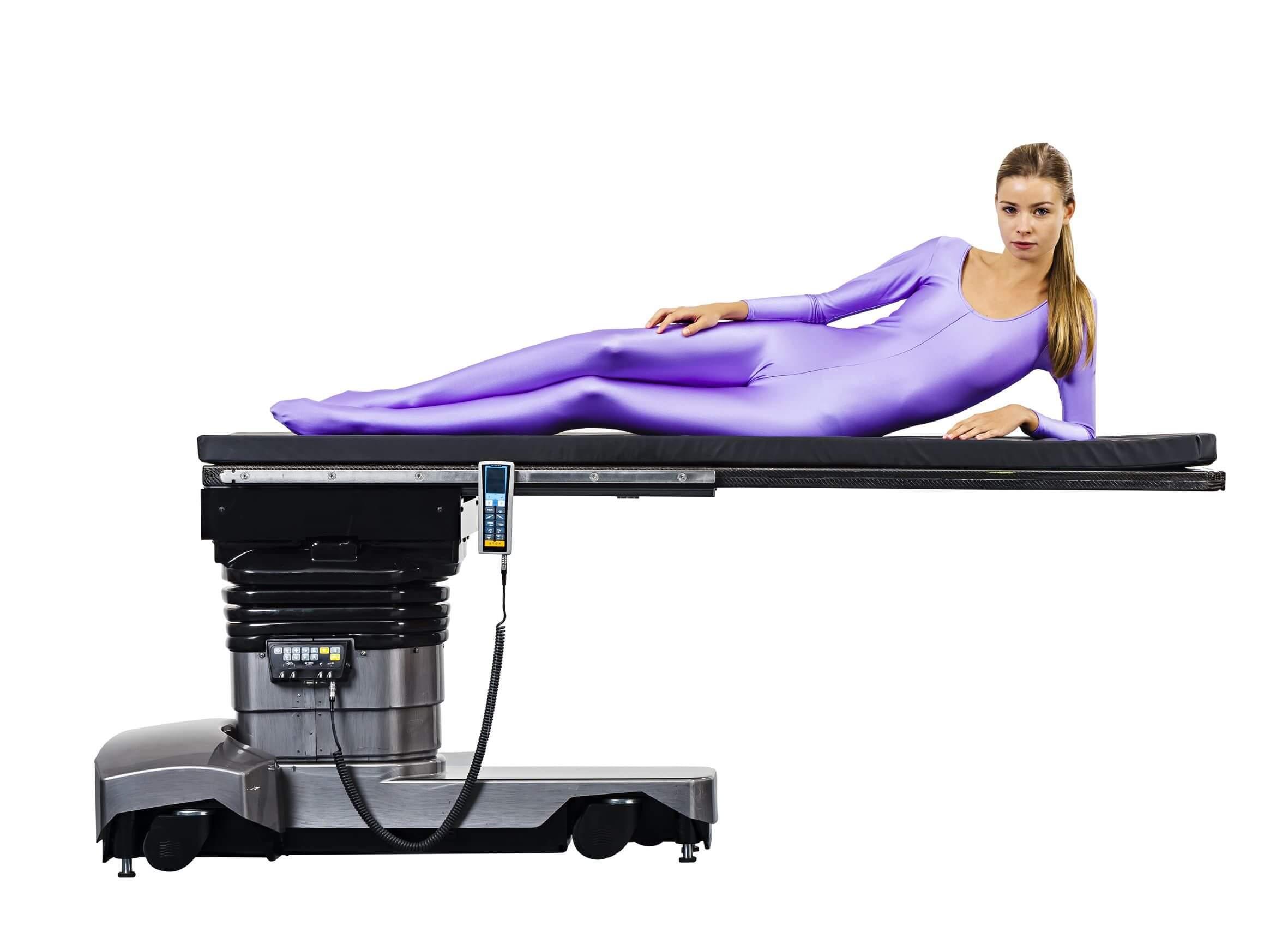 Перевозка пациента на операционном столе